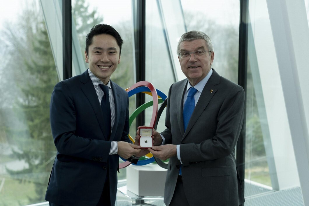 Japanese fencer Ota receives Olympic pin from IOC President