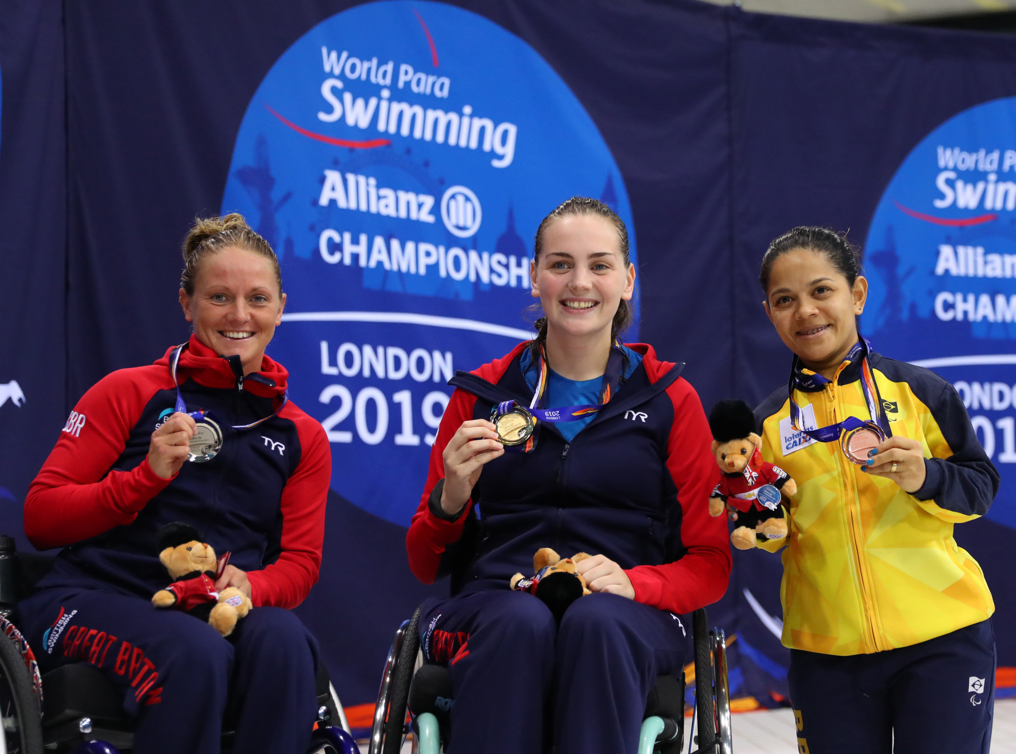Suzanna Hext, left, won two medals at the 2019 World Para Swimming Championships in London, including silver in the women's 50 metres freestyle S5 event ©Getty Images