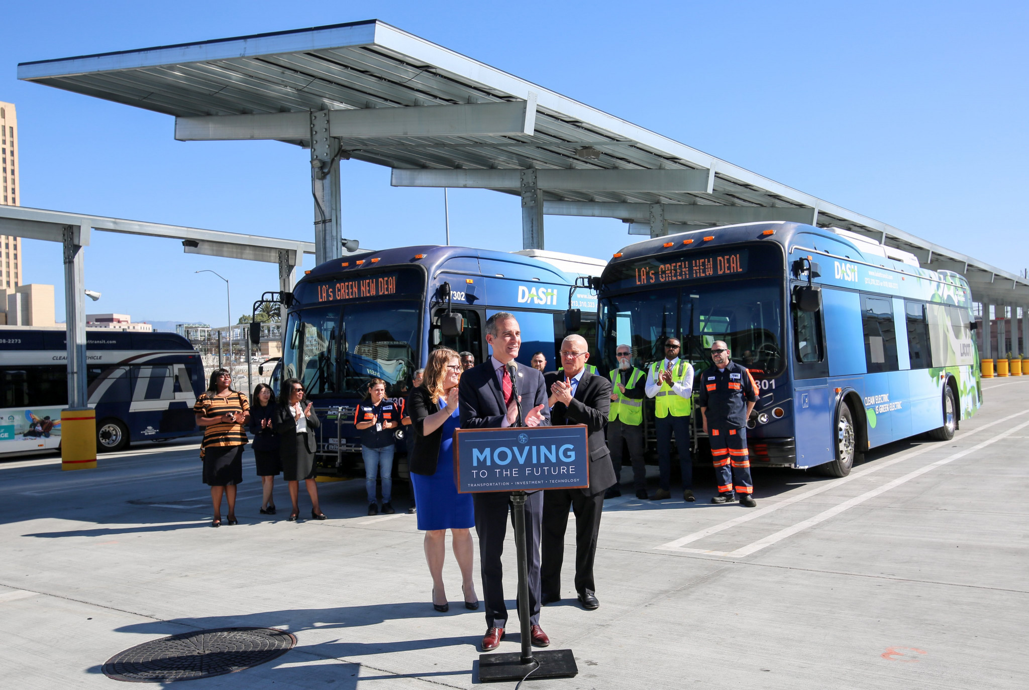 Los Angeles Mayor Eric Garcetti announces for order of 155 electric busses ©Twitter/MayorOfLA