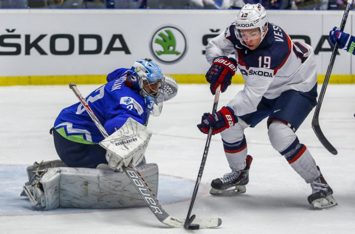 The United States regained top spot in Group B after beating Slovenia