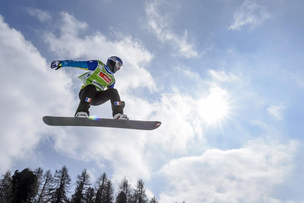 Defending champion makes perfect start to Snowboard Cross World Cup season
