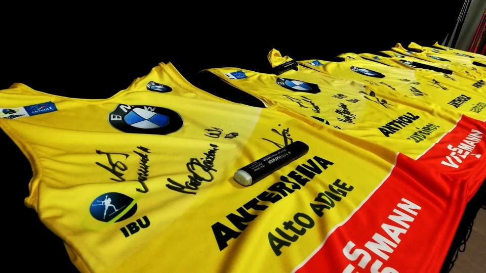 Five people who filled out the survey will receive a signed bib ©IBU