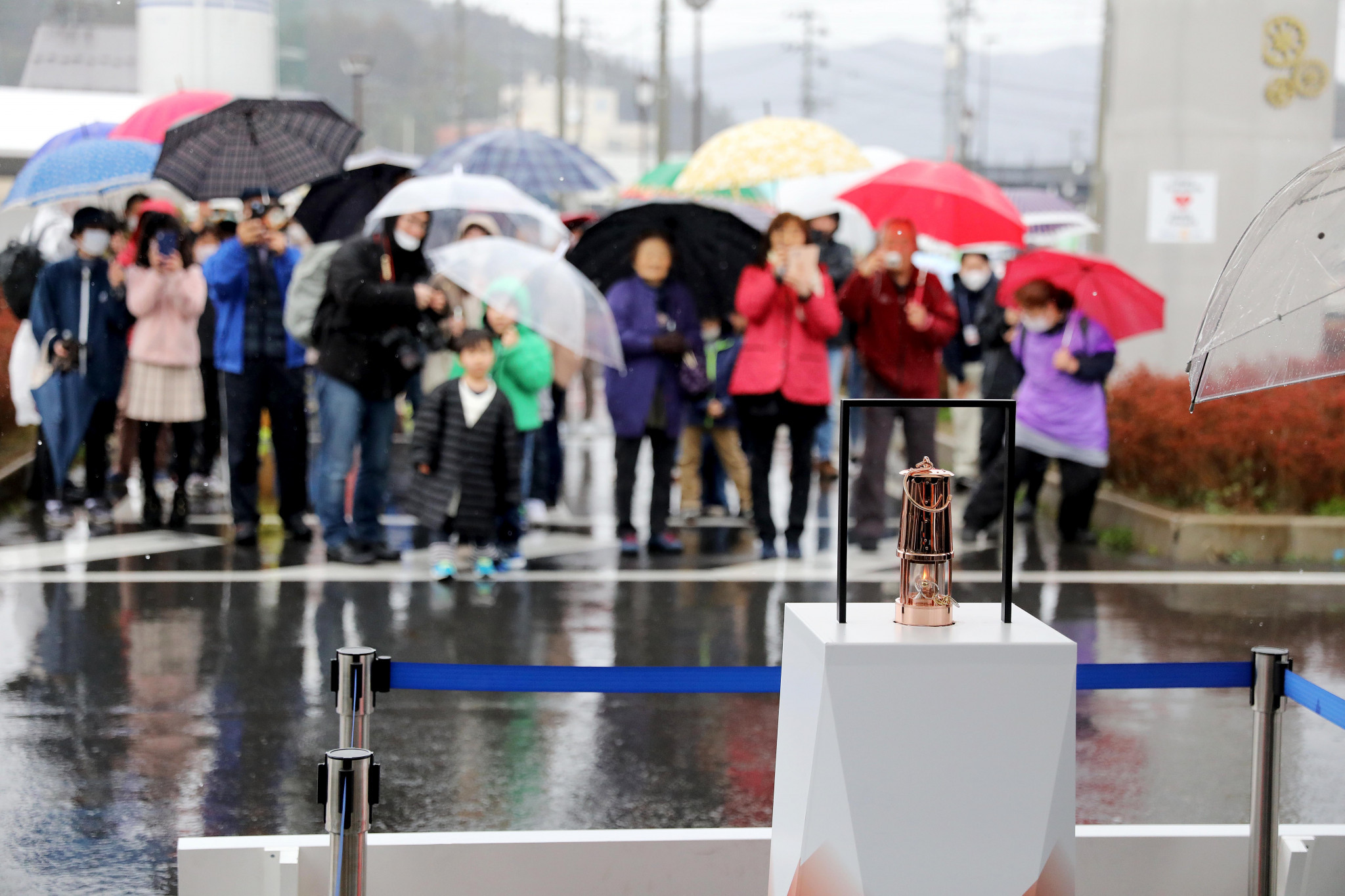 Crowds flocked to see the Flame when it arrived in Japan ©Tokyo 2020
