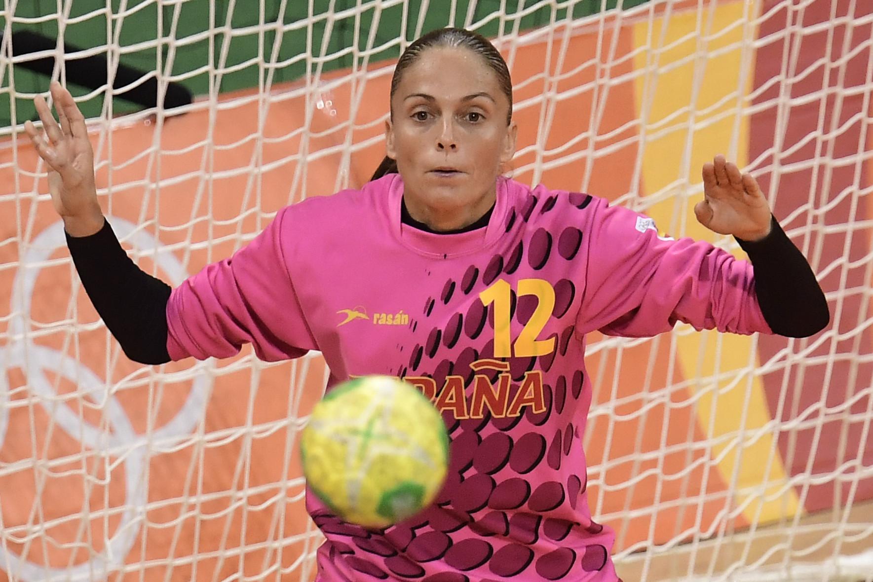 Spanish handball captains donate jerseys to Red Cross appeal