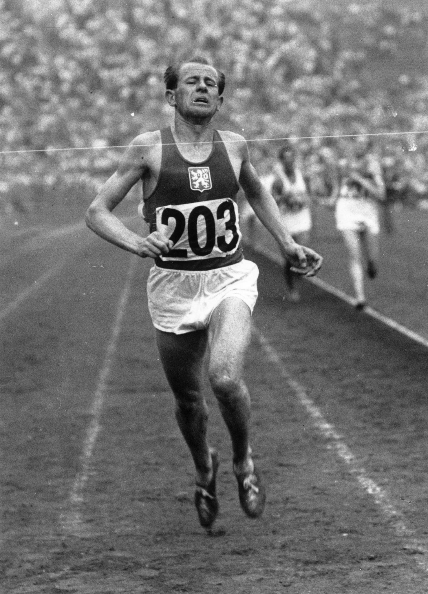 Czech runner Emil Zatopek wins 1500m at 1947 International University Games. ©Keystone/Getty Images
