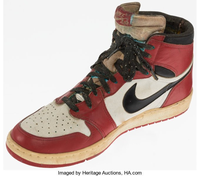 Michael Jordan-owned shoe and baseball glove sold at auction for more than $62,000