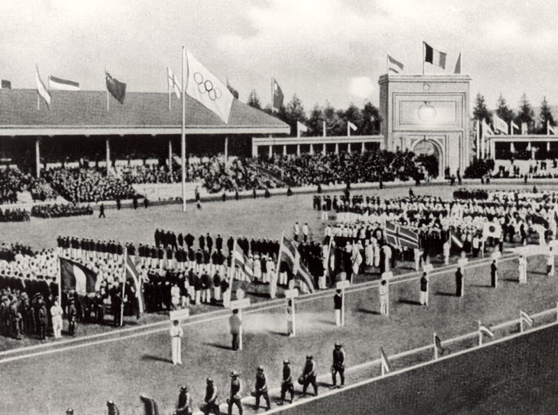 The Opening ceremonies of the Olympic Games on April 20, 1920 in Antwerp, Belgium. © Getty Images.