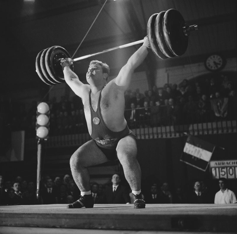 Soviet weightlifter Leonid Zhabotinsky in 1965. Zhabotinsky won a gold medal at the 1964 Olympic Games. © Reg Lancaster/Daily Express/Hulton Archive/Getty Images.