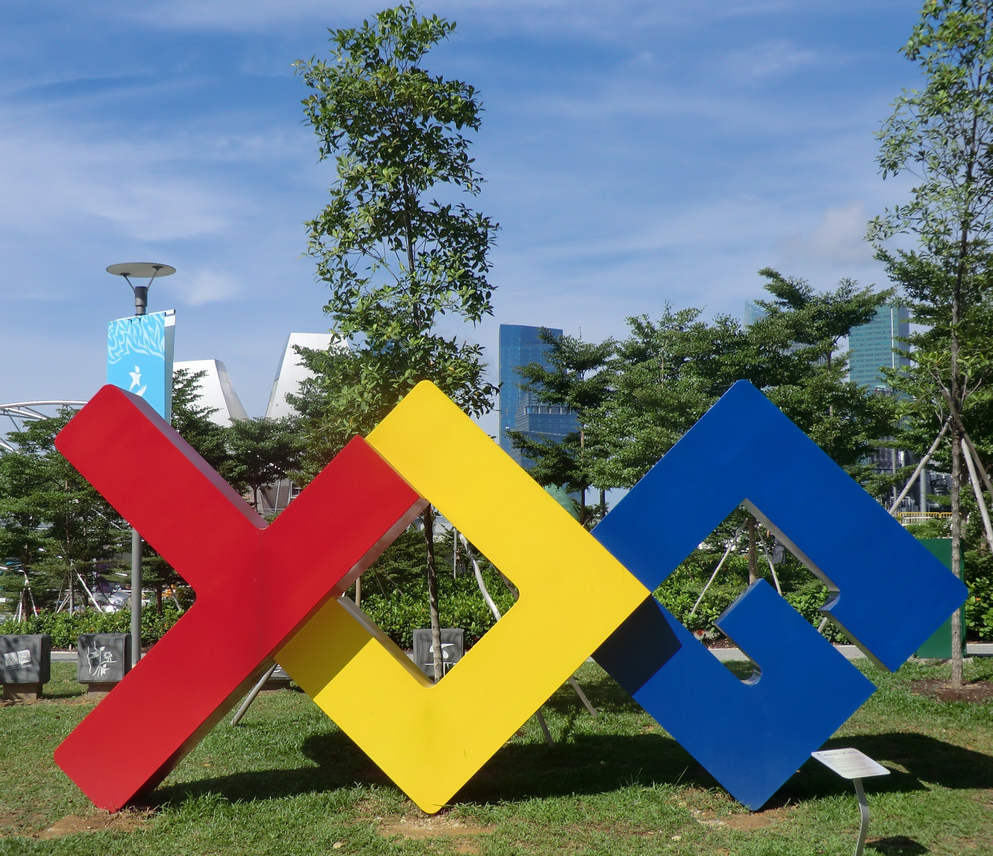 A sculpture celebrating the Youth Olympic Games in Singapore ©Philip Barker
