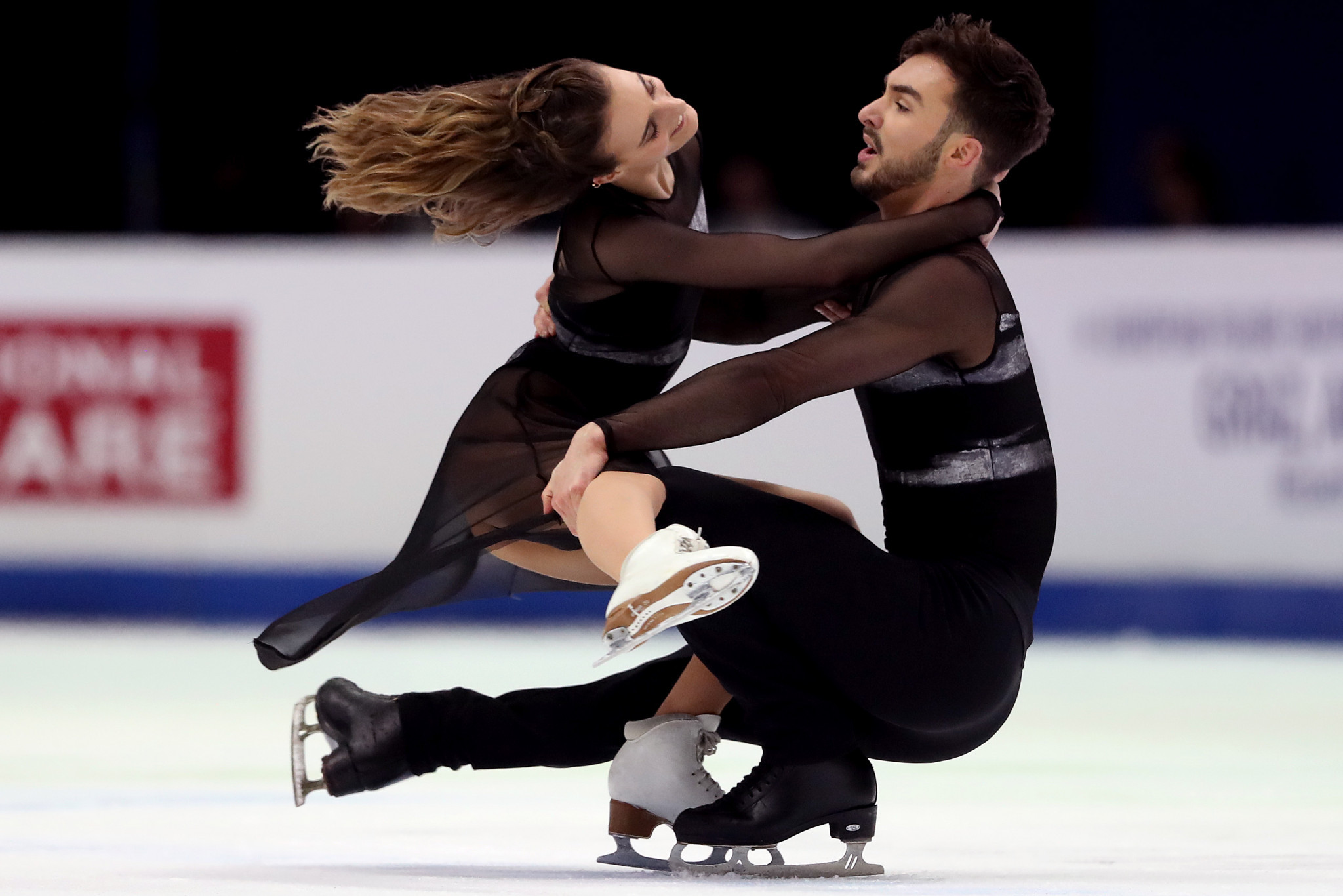 Four-time world champions among stellar cast for live ice dancing training