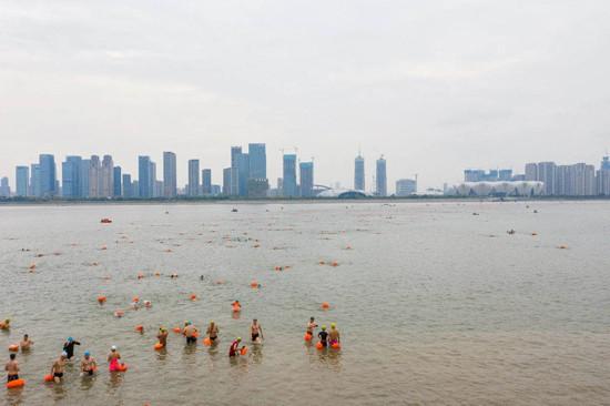 2,022 swimmers cross river to celebrate Hangzhou 2022 Asian Games countdown