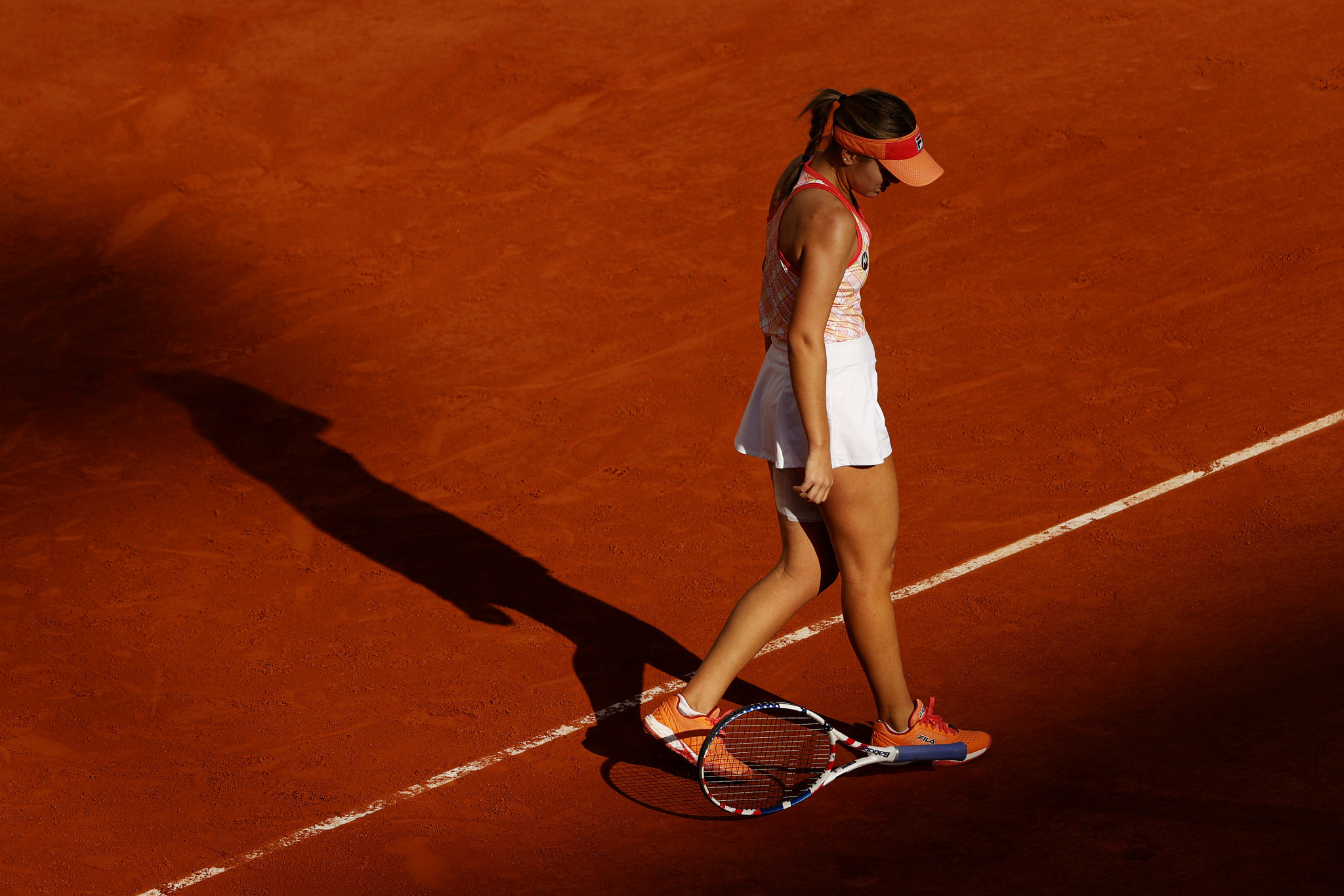 Kenin cuts a frustrated figure as she drops her racket ©Getty Images
