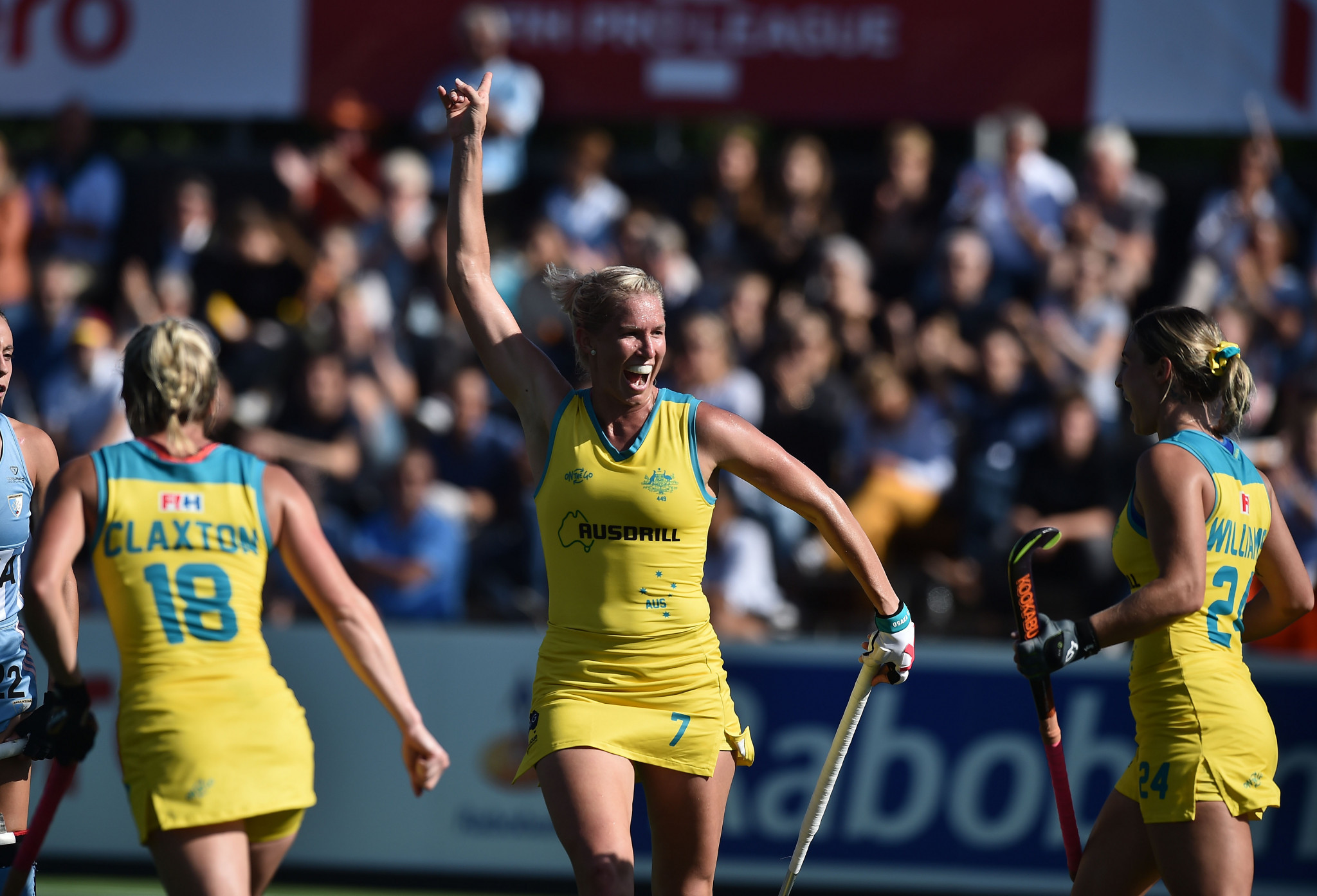 """Hockeyroos captain Kenny retires after """"disappointment"""" of Tokyo 2020 postponement"""