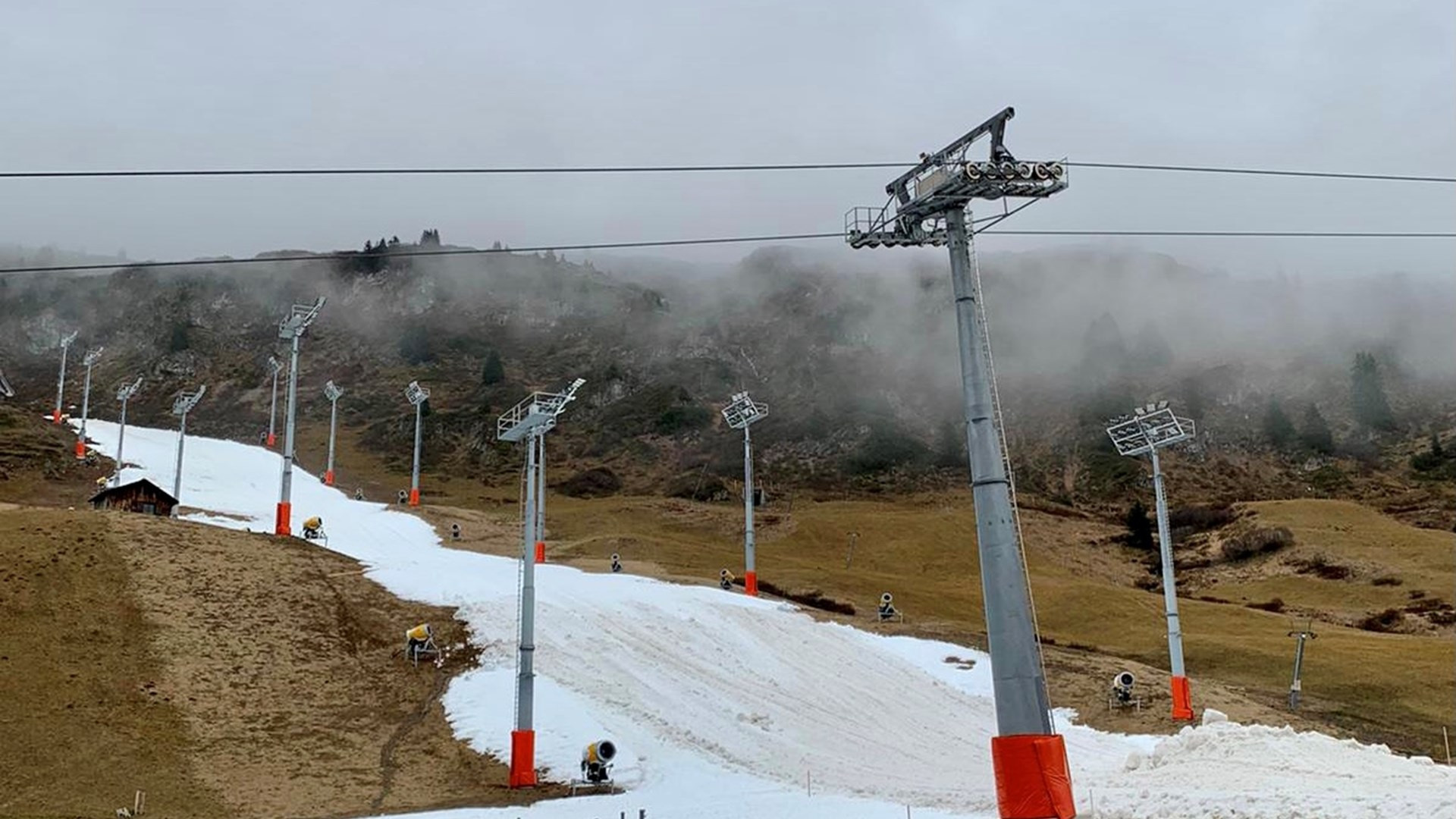 Mild temperatures have resulted in a lack of snow at Lech-Zürs ©ÖSV