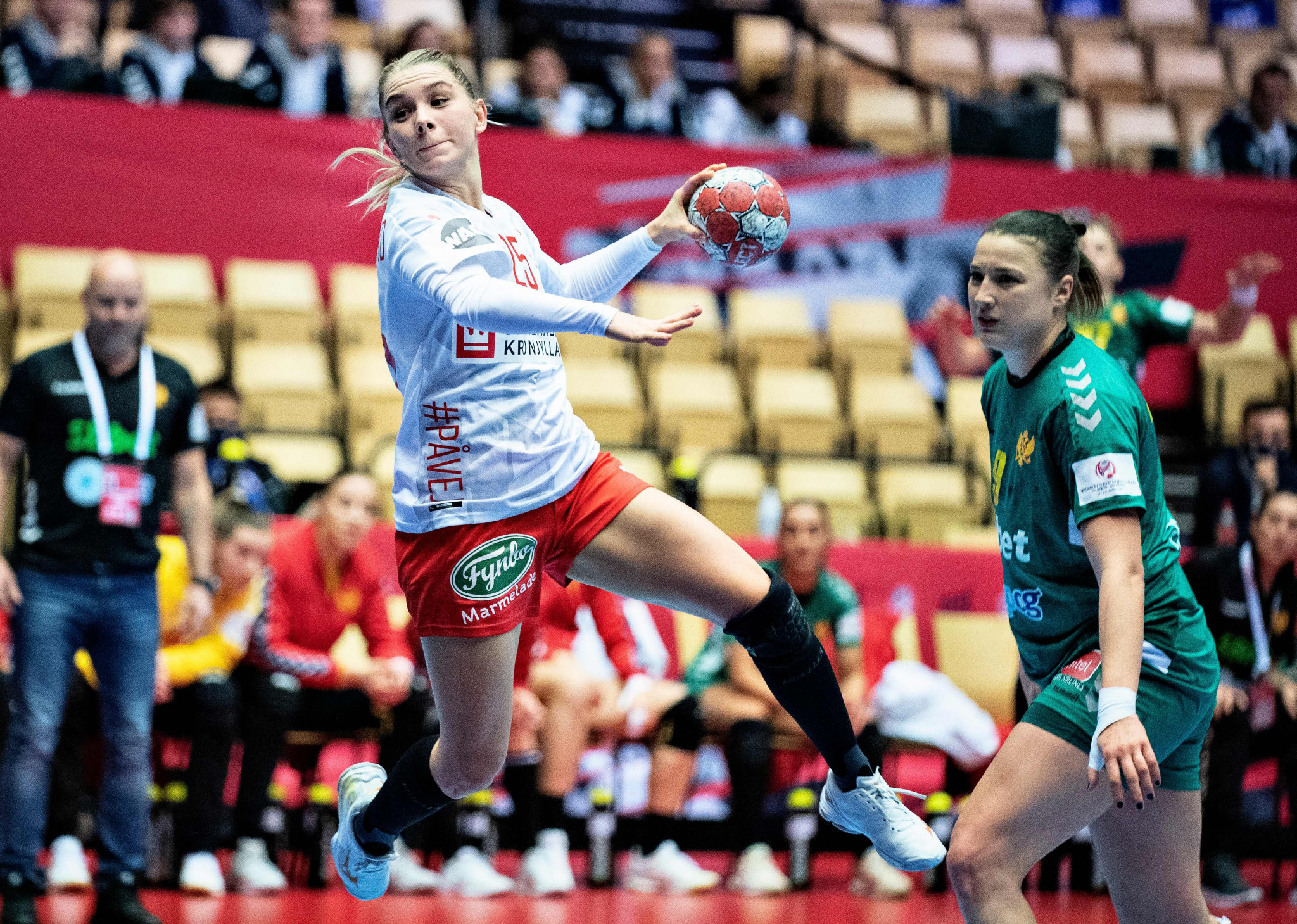 Back-to-back losses leave Dutch world champions in danger at European Women's Handball Championship