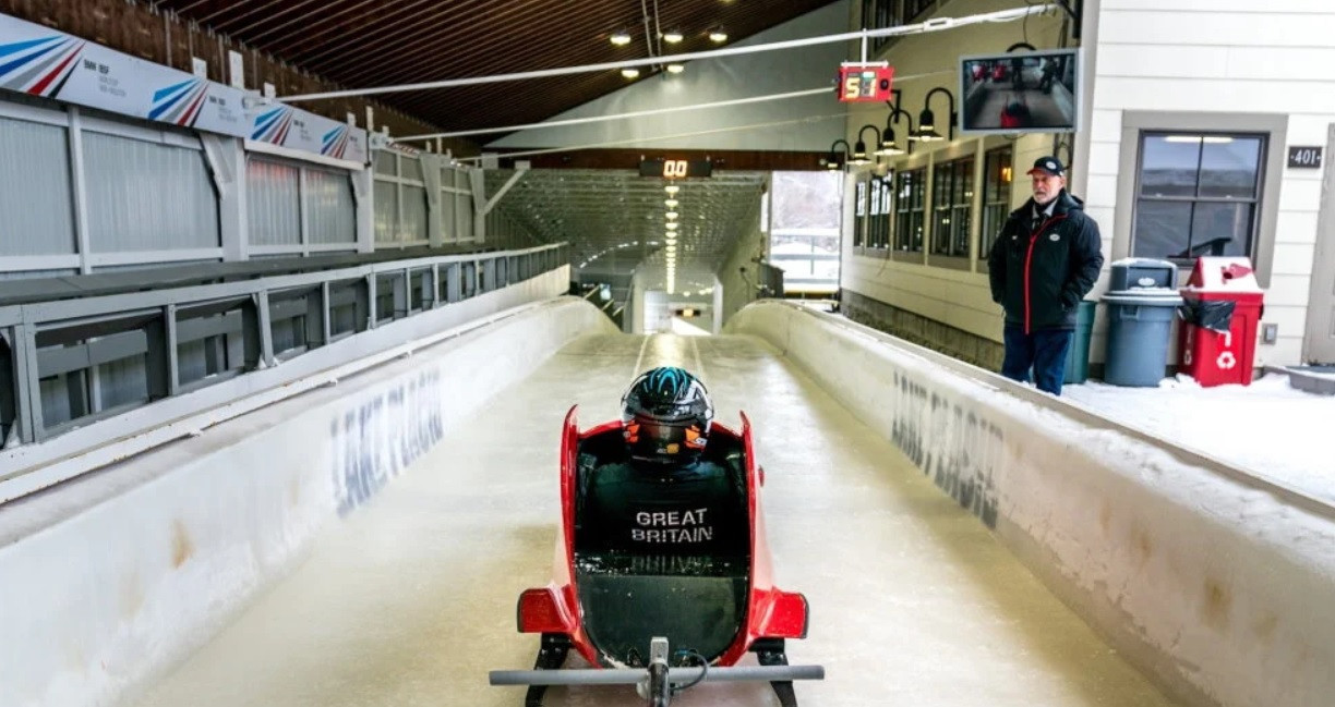 A decision on whether to include Para bobsleigh has been deferred until early next year ©IBSF