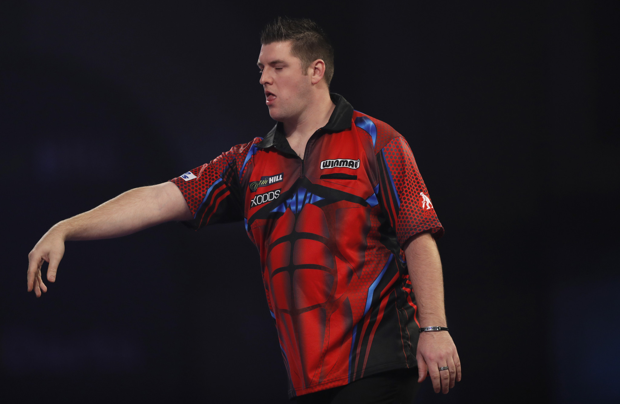 Gurney and De Sousa reach third round as PDC World Darts Championship continues
