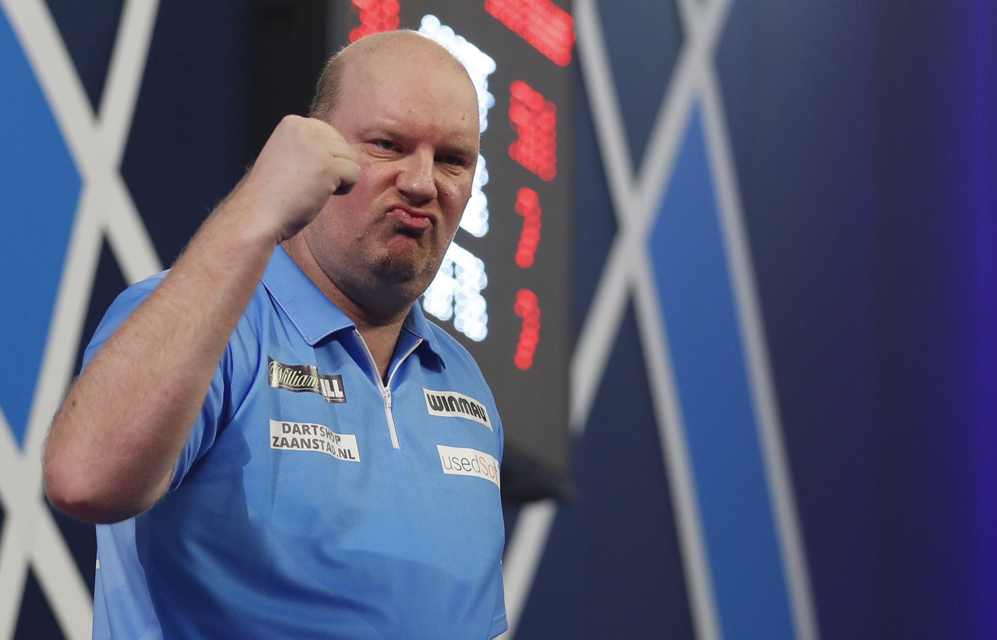 Van Der Voort produces great escape as Carolissen receives bye at PDC World Darts Championship