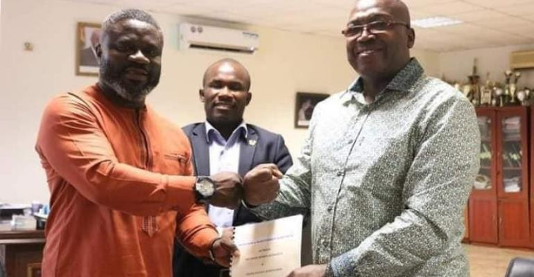 The National Sports Authority and Ghana Hockey Association have signed an agreement to upgrade the Theodosia Okoh National Hockey Stadium for the 2023 African Games ©NSA