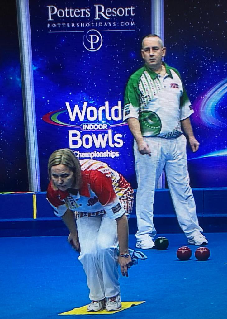 Ellen Falkner (in red) became the first female player to reach the final of the open pairs today alongside playing partner Greg Harlow ©World Bowls Tour