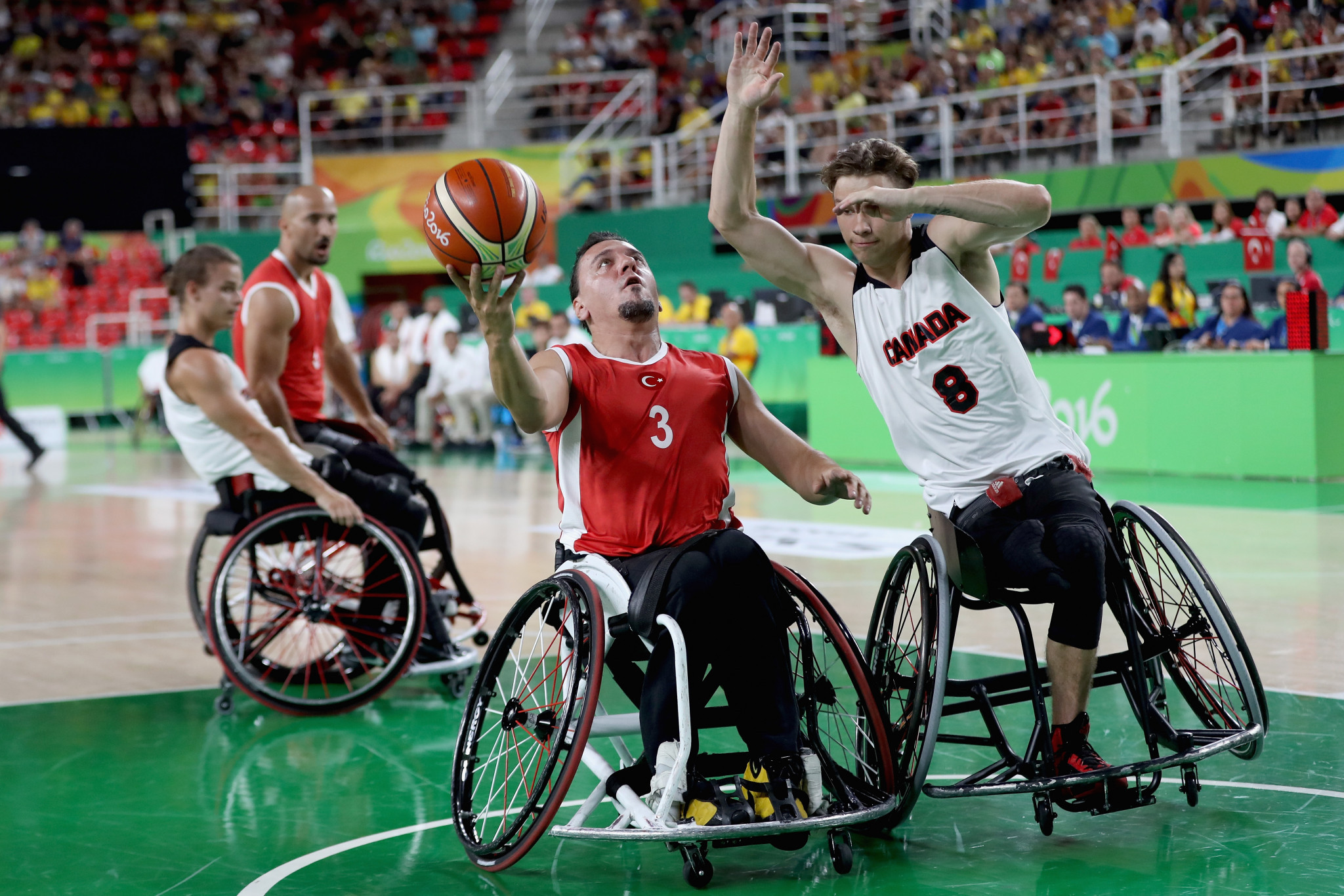 Liam Hickey, right, tries to stop Kaan Dalay of Turkey during a wheelchair basketball match at Rio 2016 ©Getty Images