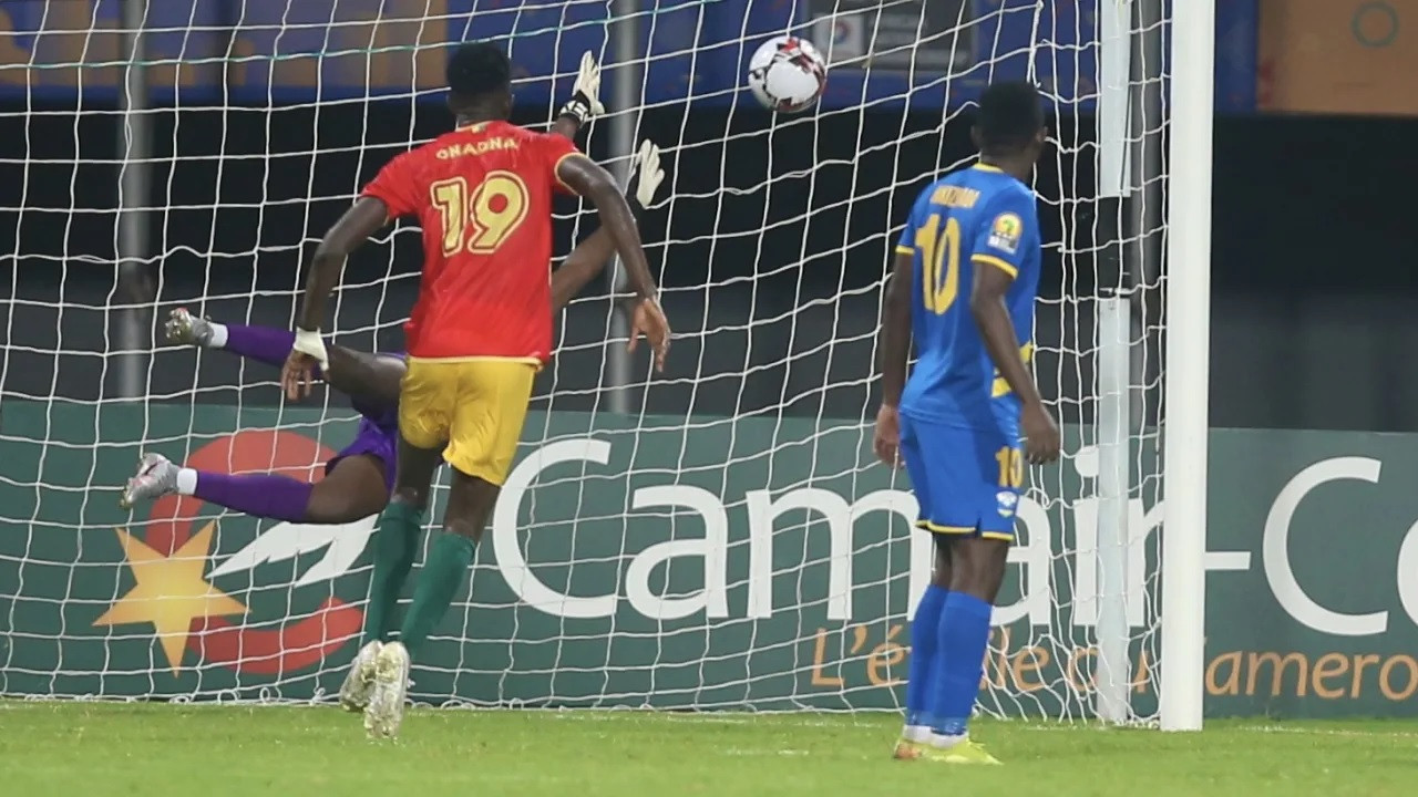 A free-kick from Morlaye Sllya helped Guinea defeat Rwanda 1-0 in the quarter-finals of the African Nations Championship ©CAF