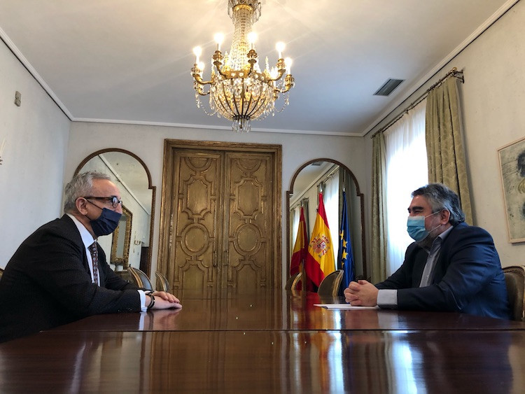 Alejandro Blanco, left, met with Sports Minister José Manuel Rodríguez Uribes to discuss the way forward ©COE