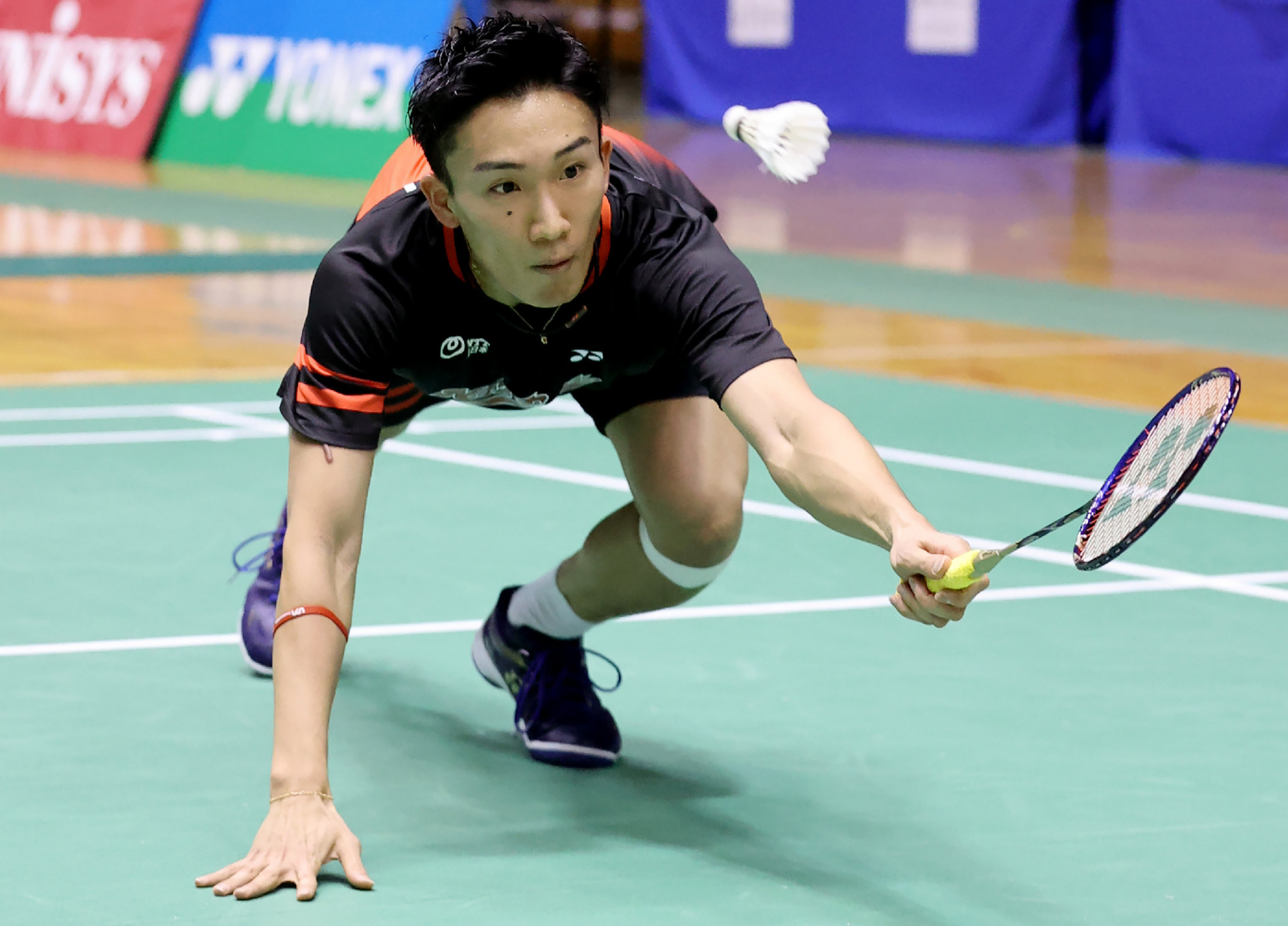 Kento Momota remains at men's badminton world number one ©Getty Images