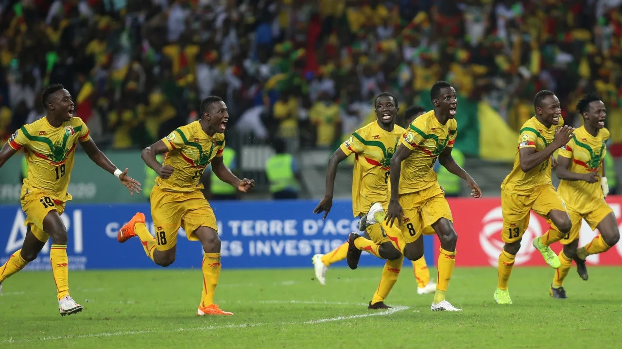 Mali players celebrate after reaching the final of the African Nations Championship following a penalty shoot-out win over Guinea ©CAF