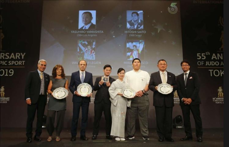 Yamashita Yasuhiro, second right, was among those honoured at the gala in Tokyo ©ICJF