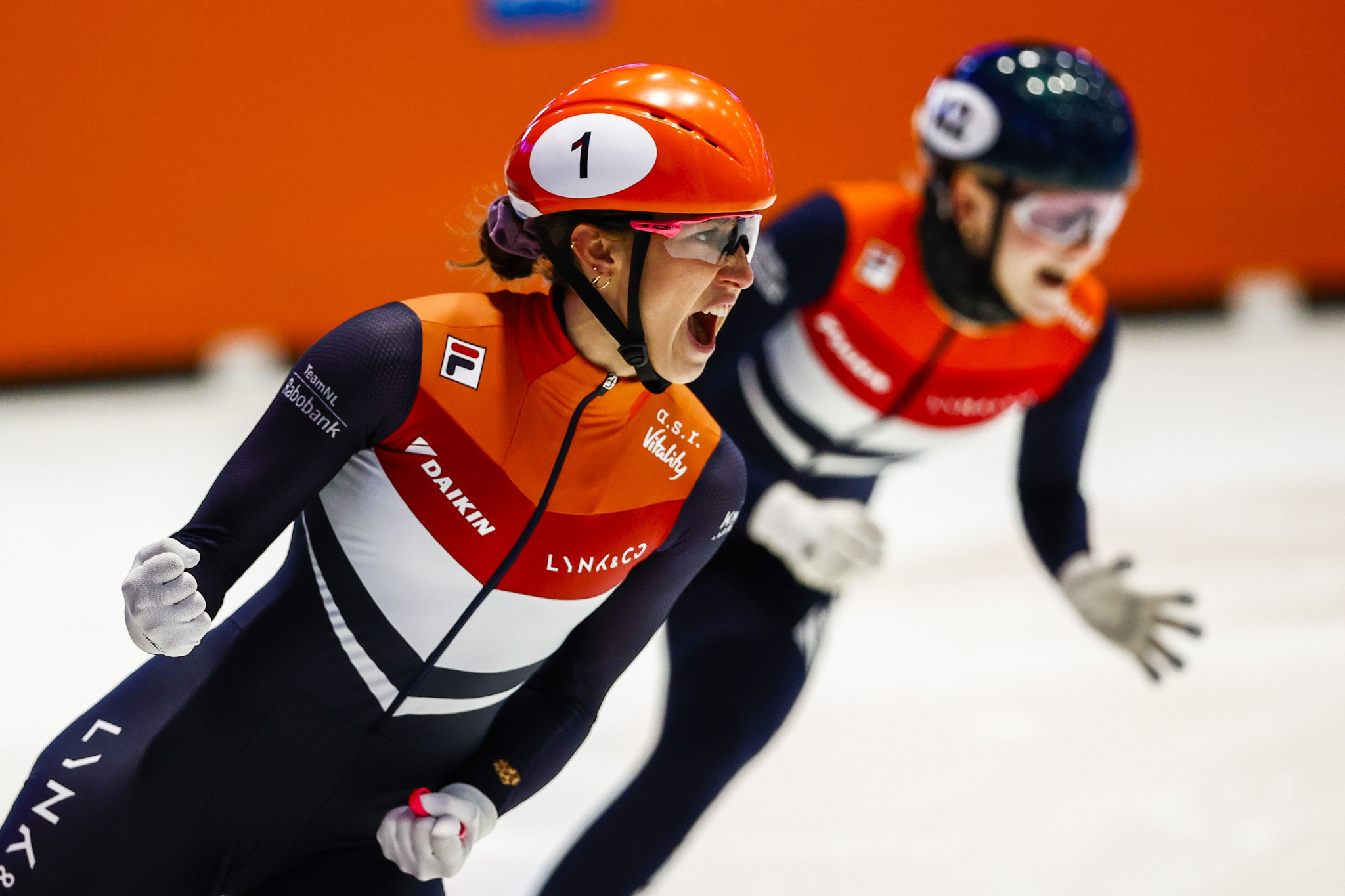 Schulting clinches double gold at World Short Track Speed Skating Championships in Dordrecht
