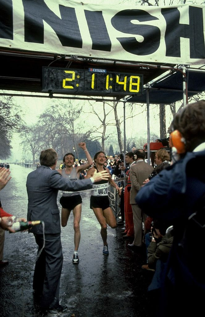 Dick Beardsley, left, and Inge Simonsen cross the line together to jointly win the first London Marathon, which took place 40 years ago today ©Getty Images