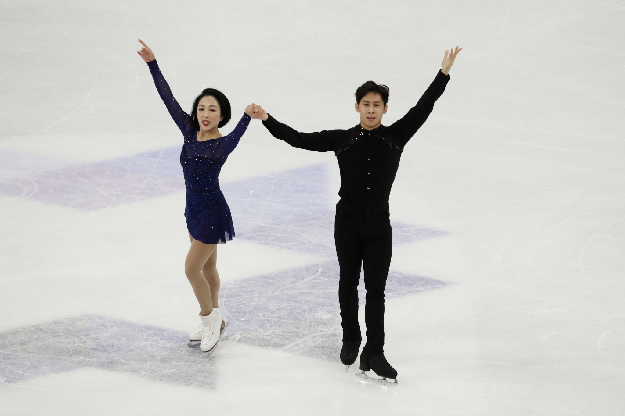 Sui Wenjing and Han Cong will not compete in Osaka after China withdrew from the ISU World Team Trophy ©Getty Images