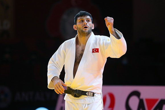 Turkey's Vedat Albayrak claimed the host nation's first gold of the Antalya Grand Slam in the men's under-81kg category ©IJF