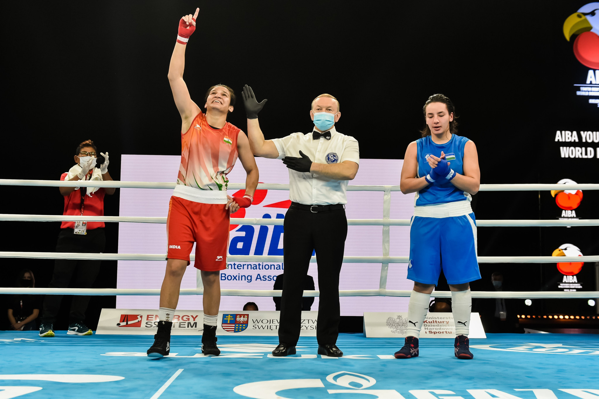Arundhati Choudhary, left, is one of eight Indian boxers through to a final ©AIBA