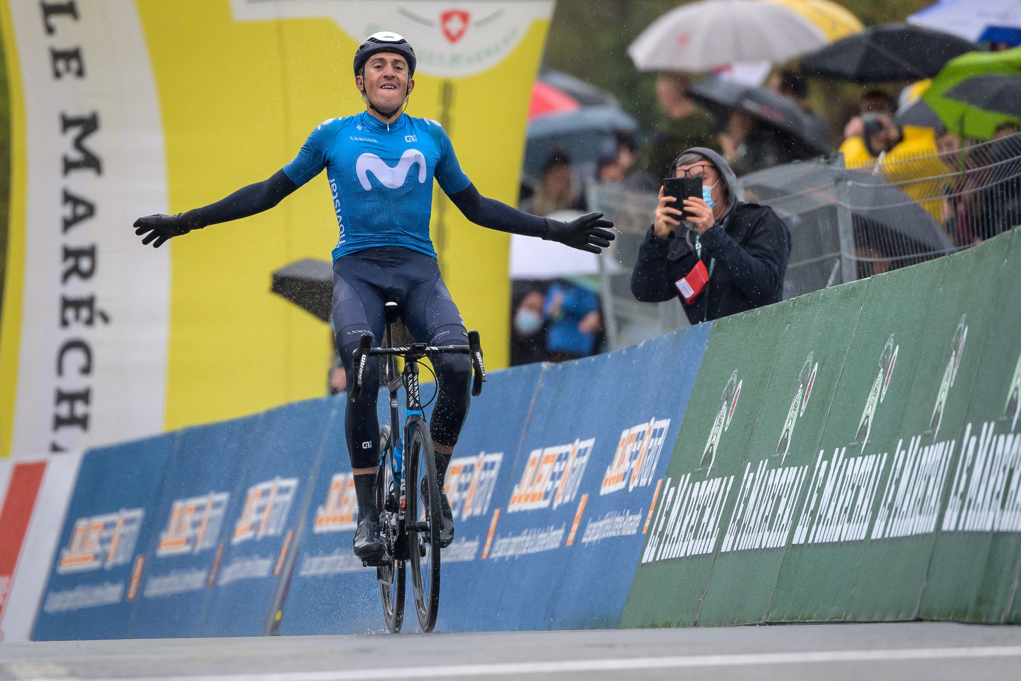Soler wins third stage of Tour de Romandie solo to take race lead