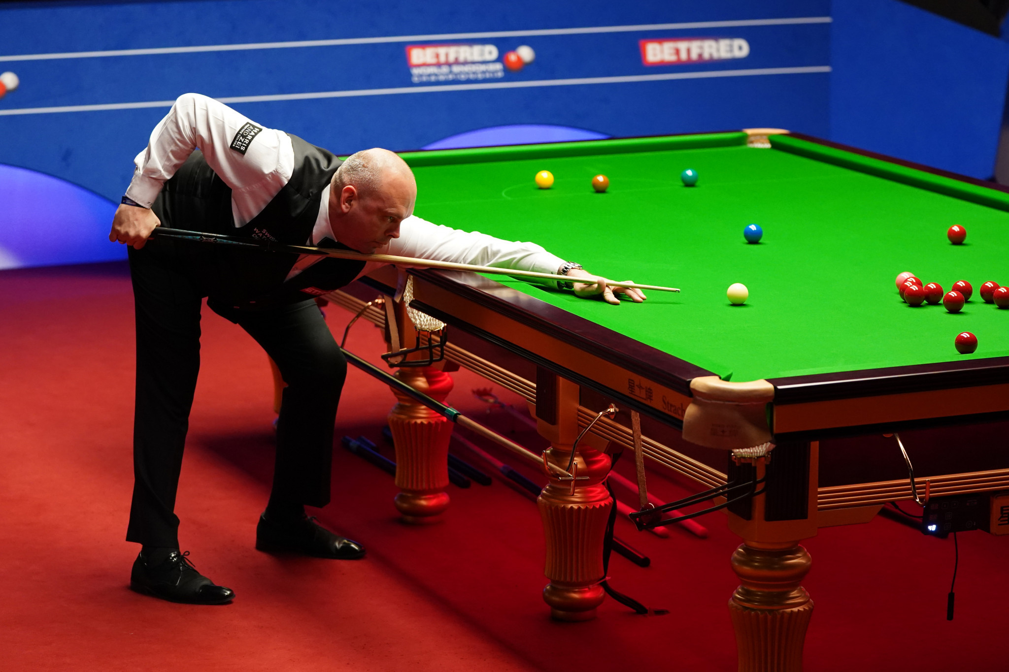 Bingham and Wilson lead heading into final day of World Snooker Championship semi-finals