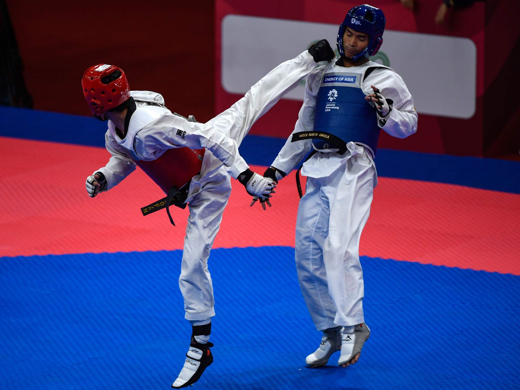 Haroon Khan, left, was one victory away from Tokyo 2020 but fell short ©Getty Images