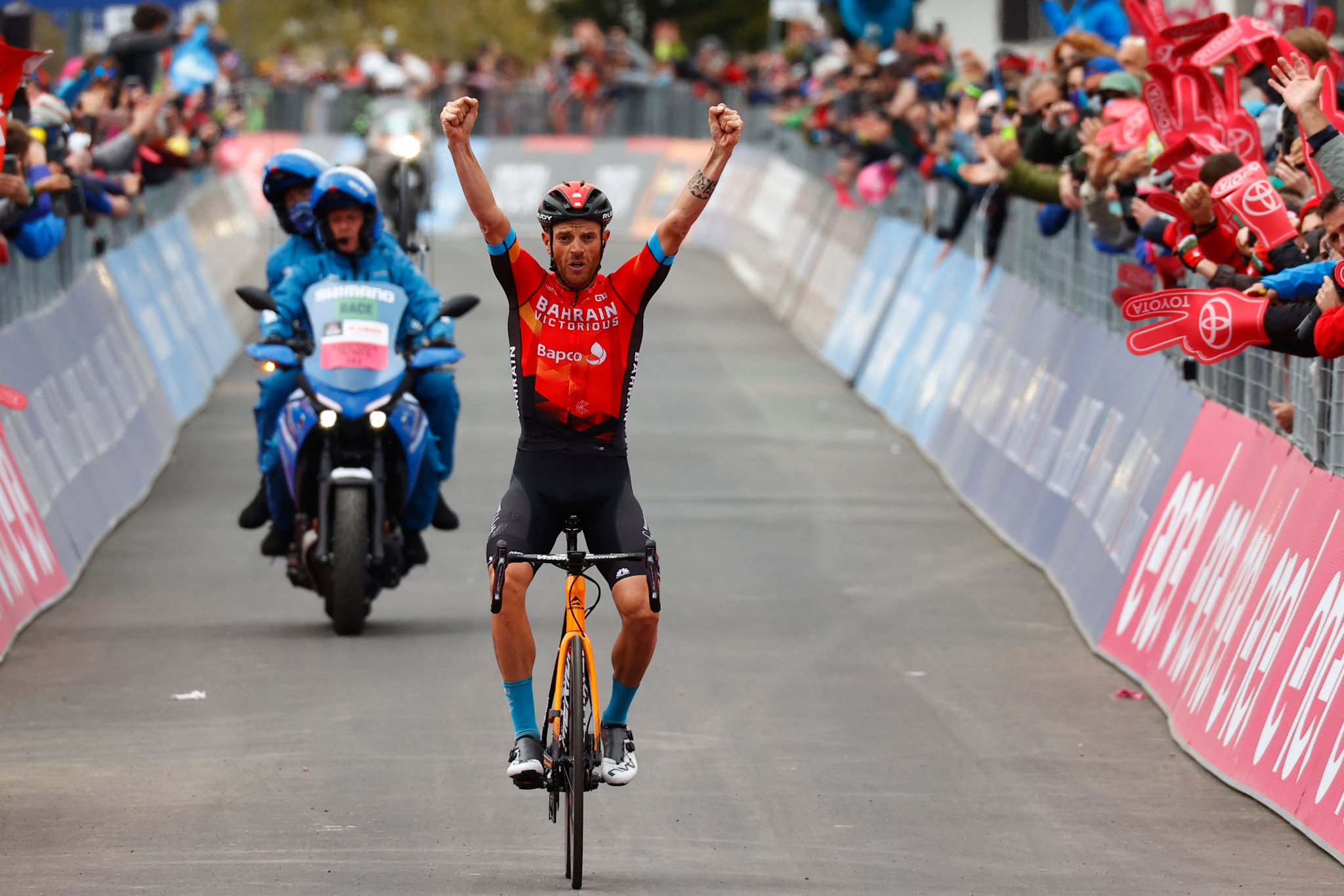 Bernal on brink of Giro d'Italia victory as Caruso wins penultimate stage