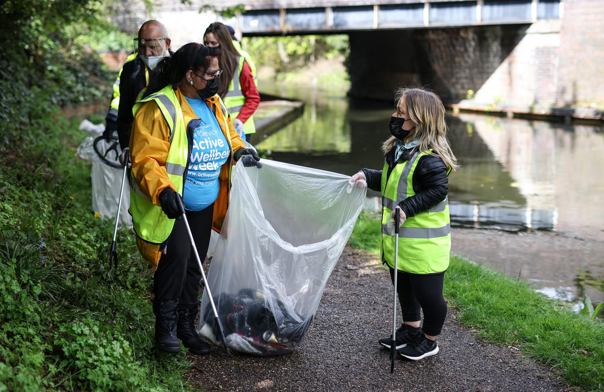 Ellie Simmonds volunteered to help clean up Walsall's canals ©Birmingham 2022