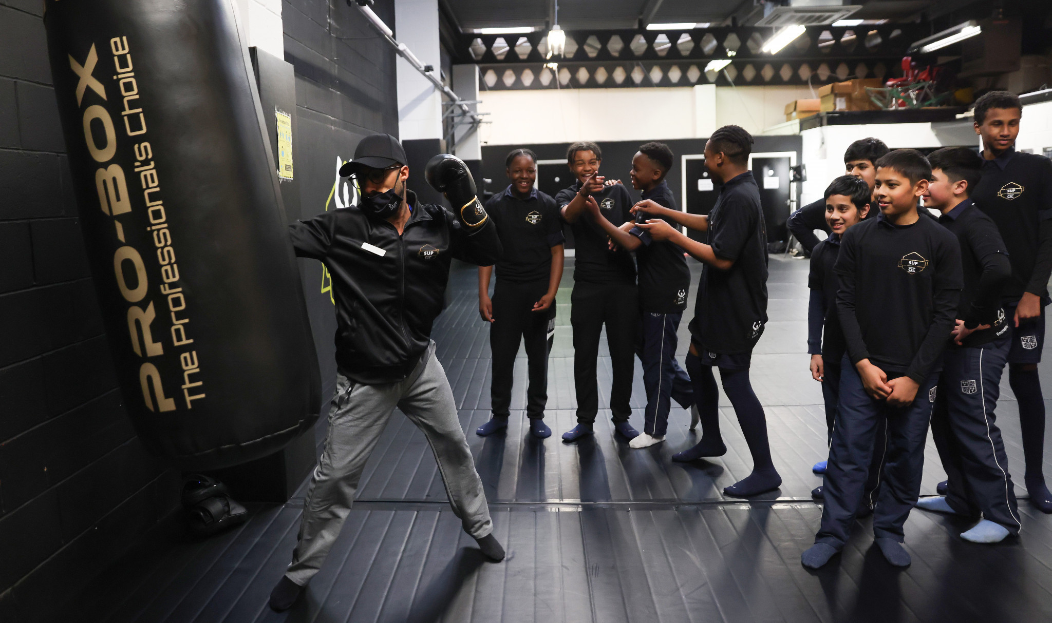 Galal Yafai helped a boxing club as part of the volunteer launch ©Birmingham 2022