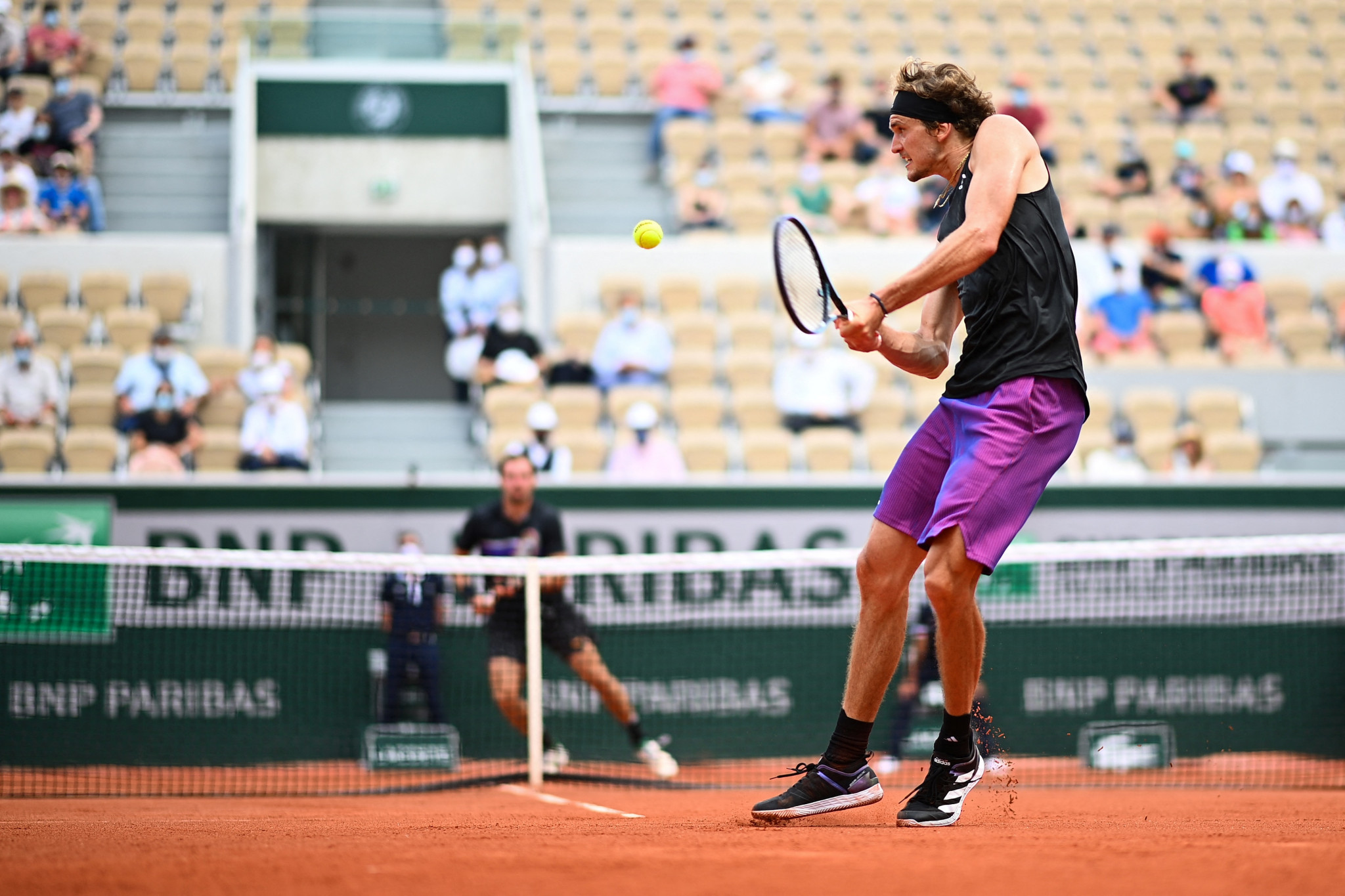 Alexander Zverev is on the defensive against Roman Safiullin who pushed the German close in three sets ©Getty Images