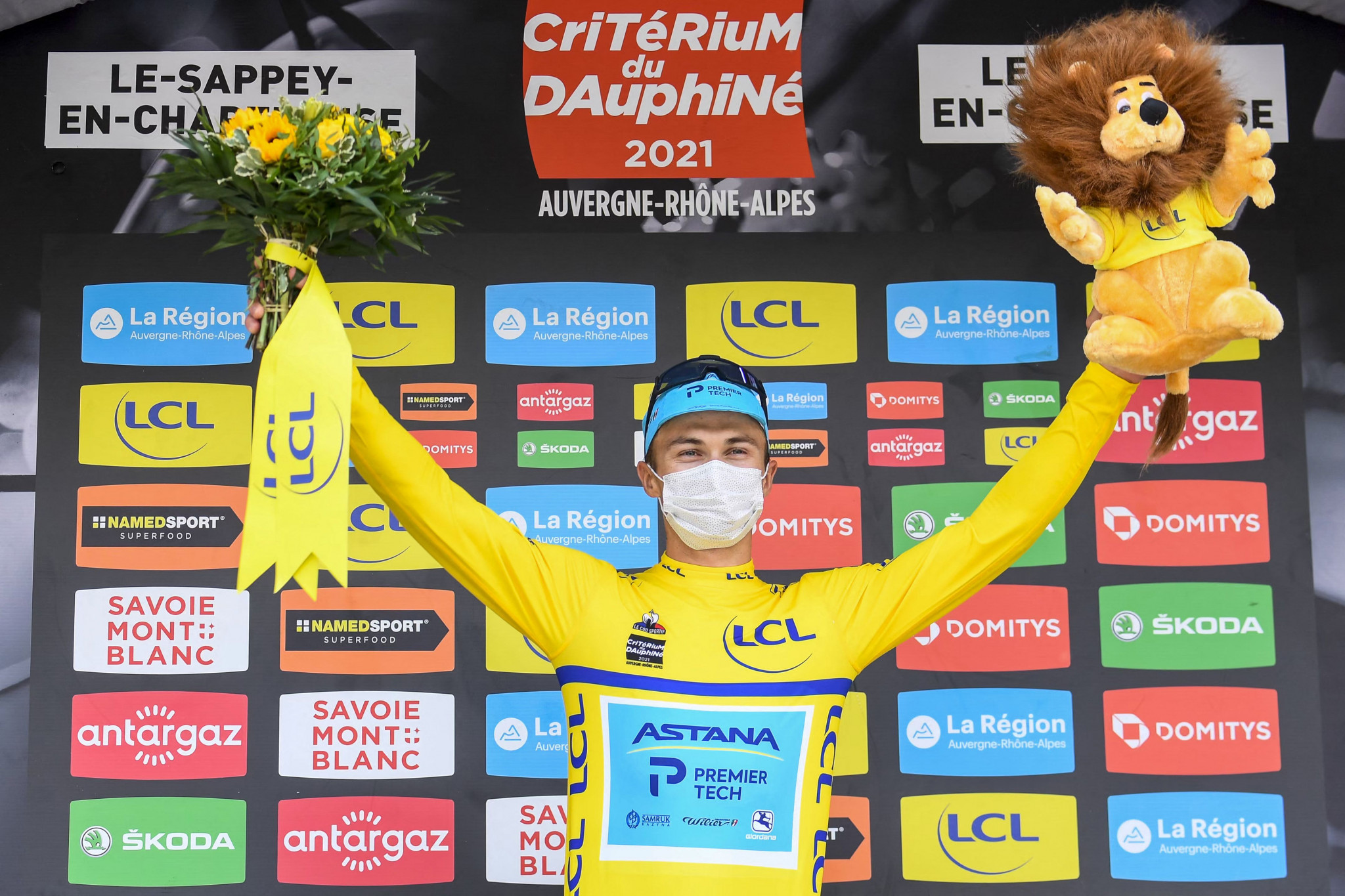 Kazakhstan's Alexey Lutsenko moved into the overall race lead ©Getty Images