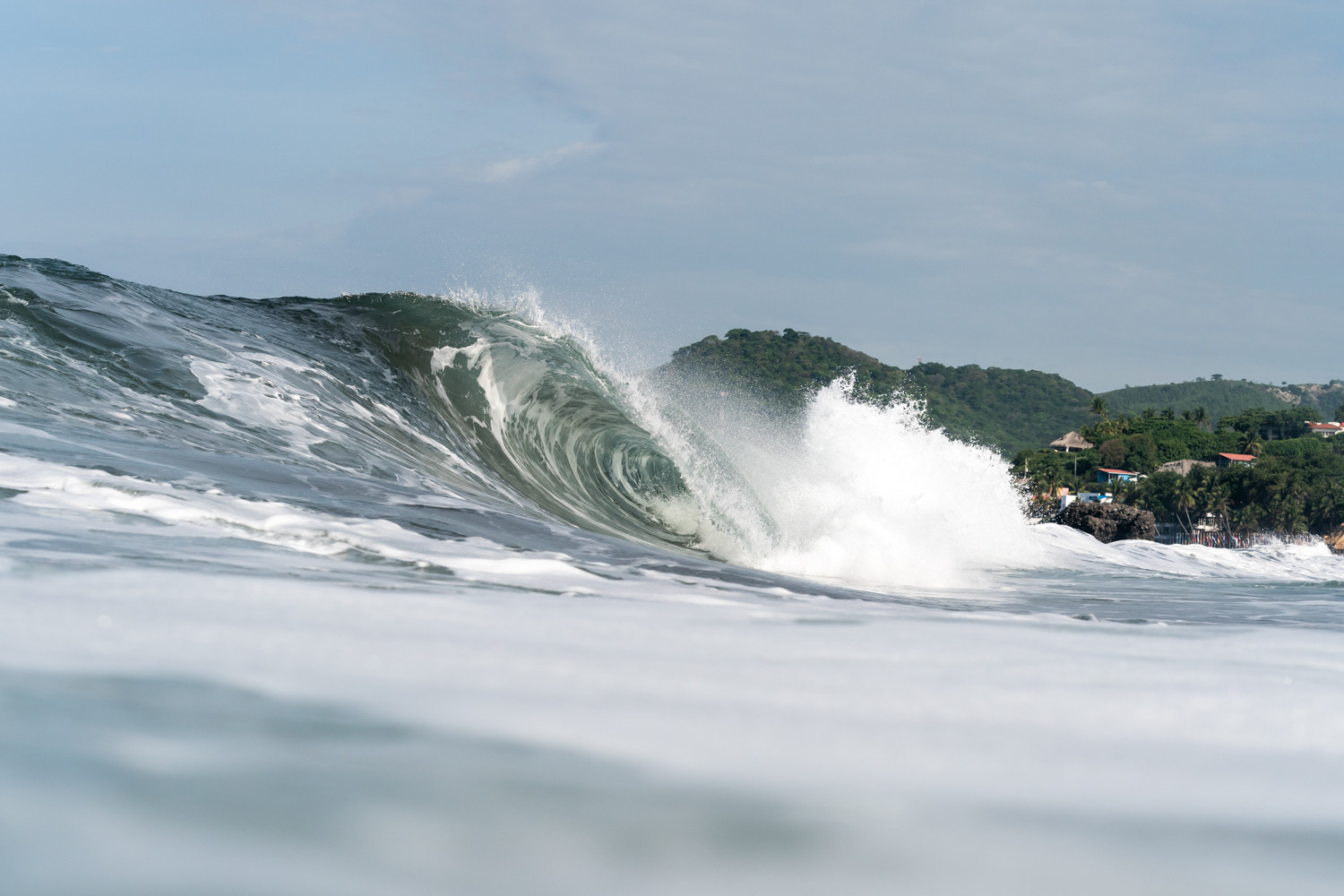 Large waves were a feature of the course for the final day of the World Surfing Games in El Salvador ©ISA/Sean Evans