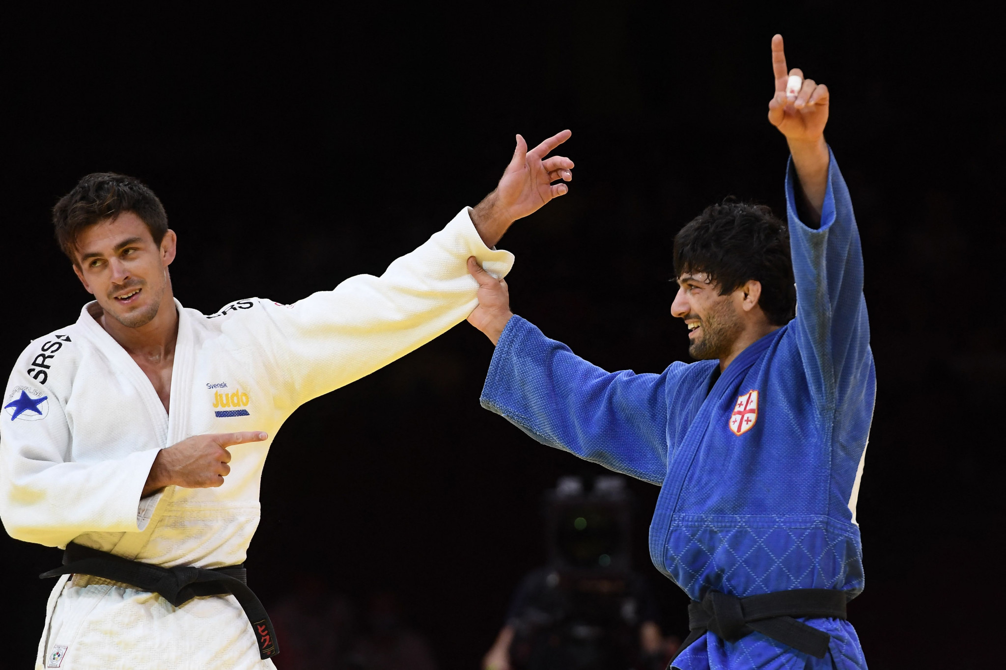 Tommy Macias shows plenty of respect to Lasha Shavdatuashvili who claimed the men's under-73kg title ©Getty Images