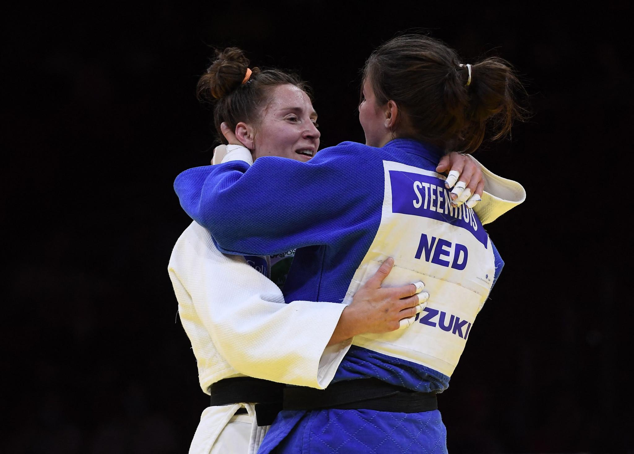 Dutch judokas Marhinde Verkerk and Guusje Steenhuis embrace as Verkerk competed in her final bout ©Getty Images