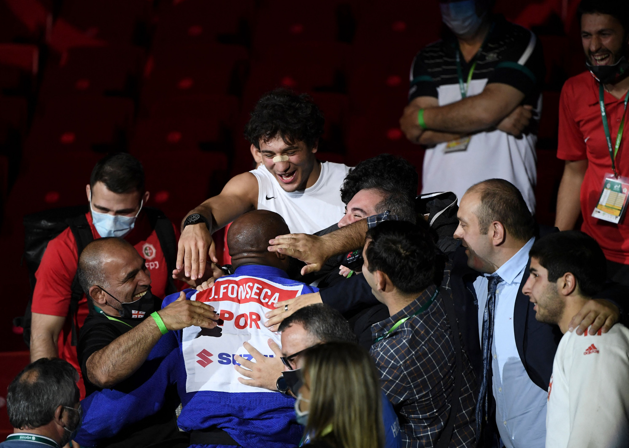 Jorge Fonseca celebrated with his team after retaining his world title to finish off the day of action ©Getty Images
