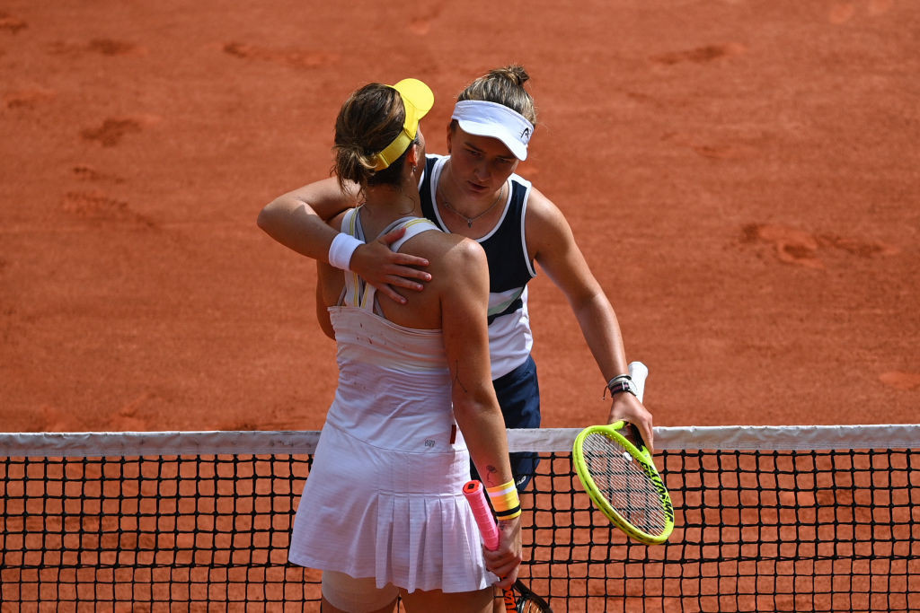 The two players embraced at the net after a hard-fought final ©Getty Images