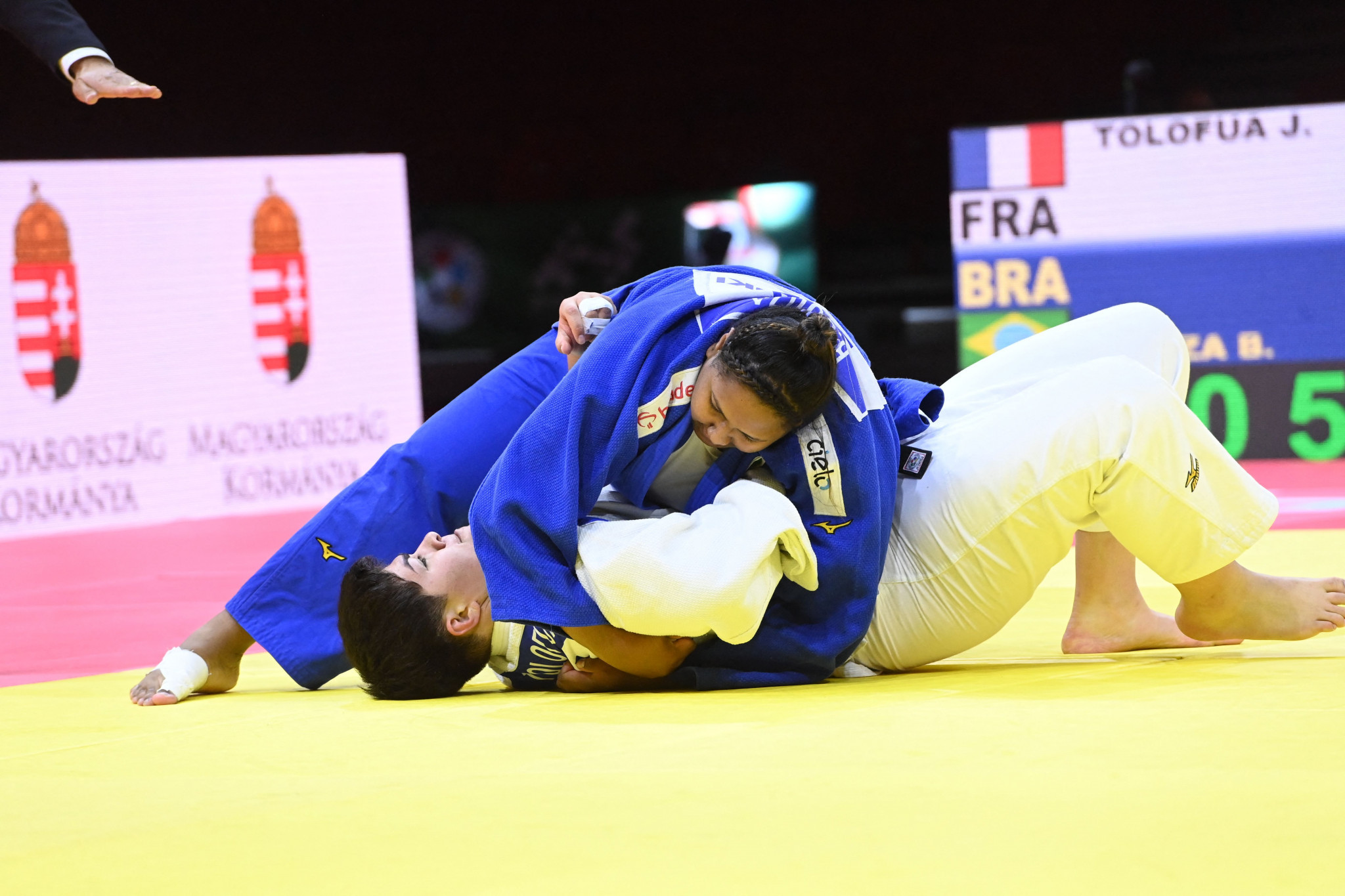 Beatriz Souza made it two Brazilians on the podium with a win over Julia Tolofua of France ©Getty Images