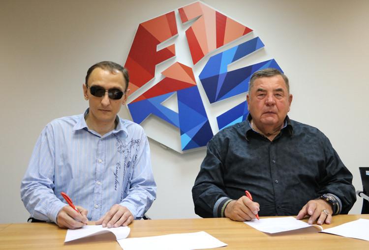 FIAS President Vasily Shestakov, right, signed the deal alongside Roman Novikov ©FIAS